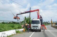 防颱準備 台中都發局預先拆危險及竹架廣告640件