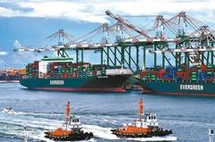 旺季、塞港嚴重推升運價續飆 貨櫃三雄7月營收創高有望