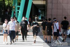7/27起降級 民眾逛街出遊先解封