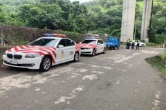 影/女駕駛車停國道路肩 人從7樓高架橋處墜落死亡