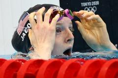 游泳/女子100蛙游出黑馬 17歲阿拉斯加船長之女奪金