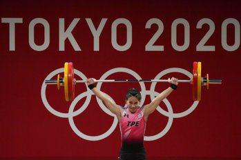 舉重文字直播/郭婞淳挺舉挑戰世界紀錄失敗 仍確定奪奧運金牌