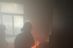 影/台南安平區戶政事務所起火 隔壁區公所也冒黑煙