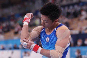 體操/李智凱全能鞍馬落馬手肘擦傷 決賽提高動作難度