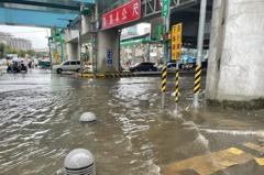 桃園雷陣雨龜山淹水深達30公分 多處道路成汪洋一片