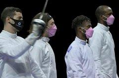 東奧/抵制性侵犯隊友 美國擊劍隊戴粉色口罩抗議