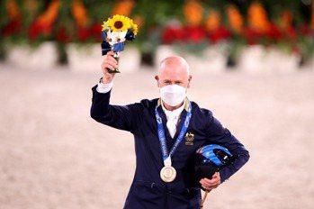 馬術/東奧最勇阿伯 62歲好手奪牌創紀錄想戰2032