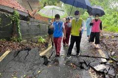 這不是地震!土石流造成彰化市民宅圍牆滑落及路基掏空
