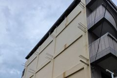 透天大樓牆面驚見16處外露鋼筋 內行揭這項「連結」用途