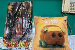 大叔鑽娃娃機強制「保夾」 為天竺鼠車車抱枕