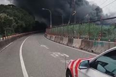 桃園大溪工廠火警濃煙吹向二高 國道警封閉北上交流道