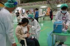第八輪AZ疫苗已有61萬人預約 錯過截止日「65歲由地方施打」