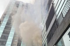 台中北屯住宅大樓火警 5住戶頂樓待援