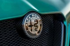 執行長怒噴:我賣的是注重駕駛的Alfa Romeo 不是包著車殼的iPad!