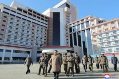 金正恩愛粉紅色?北韓大樓漆成柔和色系 專家曝背後動機