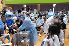 桃園2高中打BNT 16生發燒噁心暈針、1人送醫