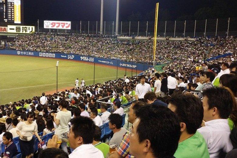 首都裡的異鄉人:養樂多燕子軍的東京在地主義