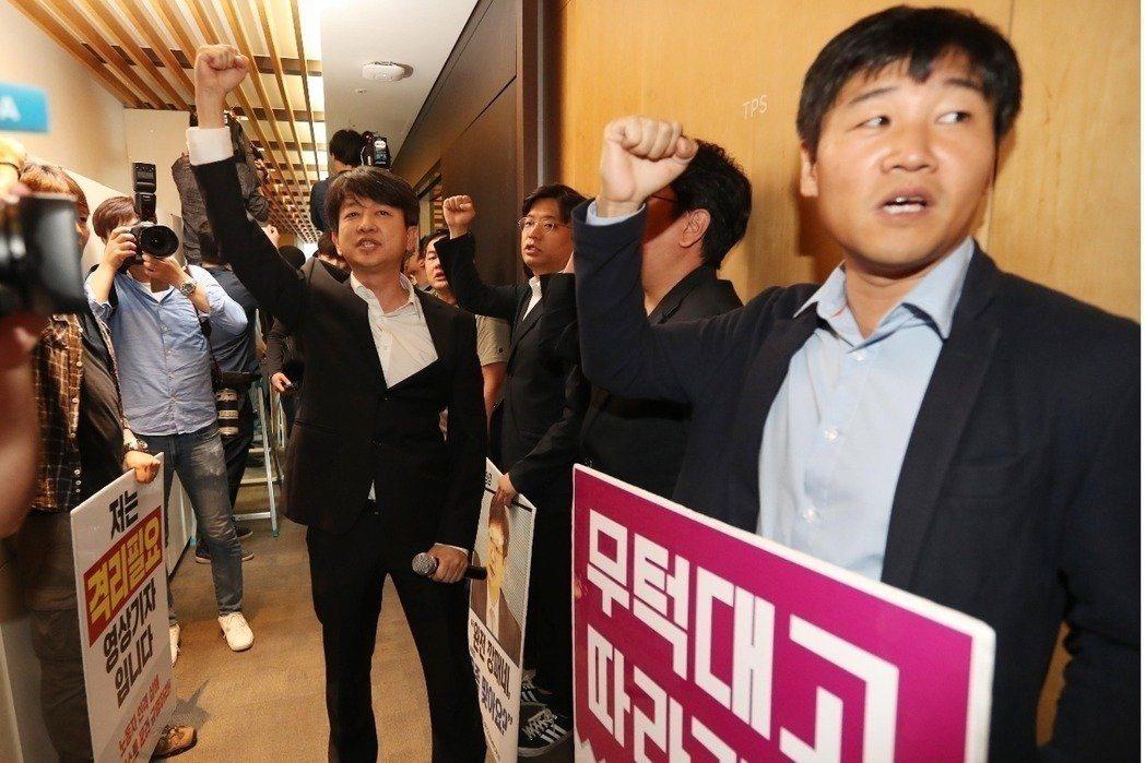 韓媒大罷工:董事會鬆動...守舊派社長能撐多久?