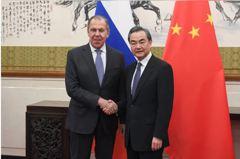 美俄峰會前夕 王毅通話俄外長「中俄應共同抵制美」