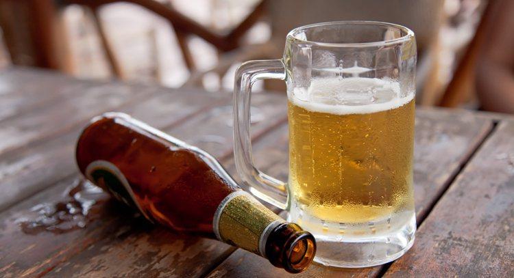 喝酒好傷肝 豪飲更易纖維化、硬化 圖/ingimage