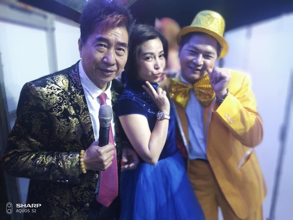藝人康龍(左)家疑電暖器爆炸。取自臉書