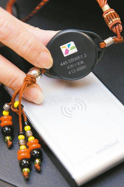 電子發票無紙化,對於沒有智慧型手機或沒有使用載具的民眾來說,是一大困擾。也因此,...