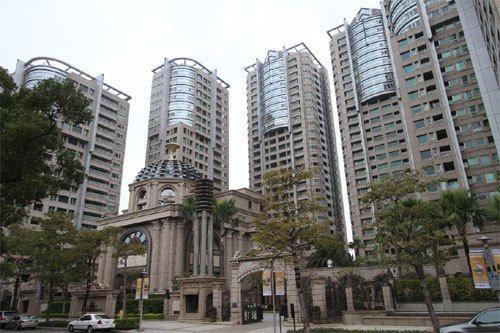 台灣豪宅代表帝寶。