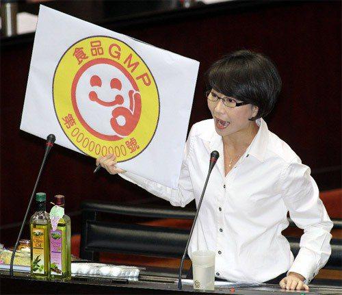 黑心油事件,立委質疑政府對GMP食品沒有嚴格把關。