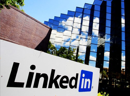 LinkedIn創辦人Reif Hoffman說道:「創業就像從懸崖上往下跳。飛速下墜的同時,一邊為自己組裝一架飛機。」問題是,我們有絕對的勇氣選擇往下跳,也有堅毅的決心組裝飛機嗎?(圖/本報系資料照片)