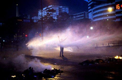 當國際媒體幾乎將焦點放在烏克蘭時,委內瑞拉已陷入人民與政府激烈流血抗爭,但人民言論自由受限,媒體新聞自由同樣受限。 圖/法新社