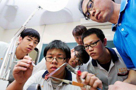 台灣技職教育的危機與轉機——Maker 型技職教育