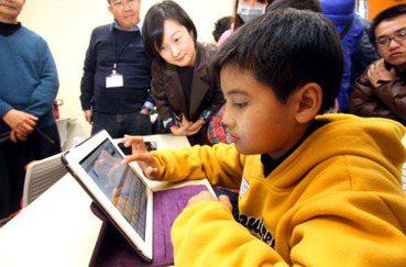 台灣教育翻轉思考之二》做人,還是做機器人?