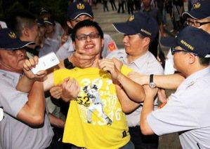 奴才充斥的台灣,才是這個國家墮落的原因!