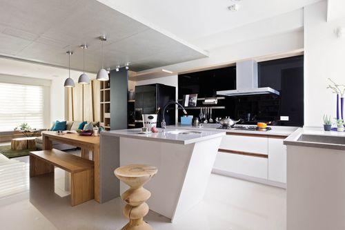 家中廚房瓦斯爐靠牆放置,就不會有退財的疑慮。圖片提供_馥閣設計