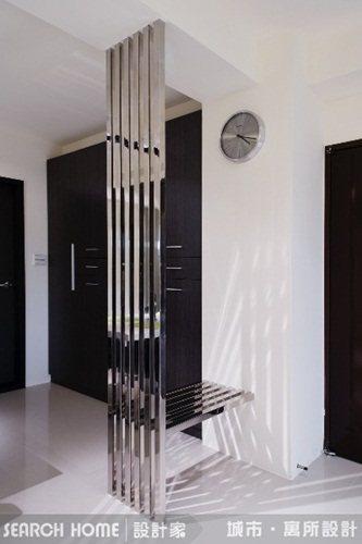 玄關代表一個人及家的門面,所以重點在於簡單的收納機能規劃好。