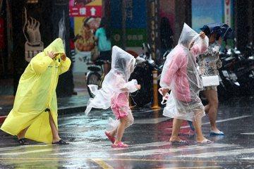 颱風假的媒體儀式:先集氣祈求再抓收操用的祭品