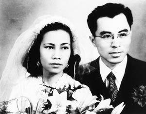 姻緣路 一甲子民國〺八年,華嚴和葉明勳攜手步上姻緣路。圖/華嚴提供