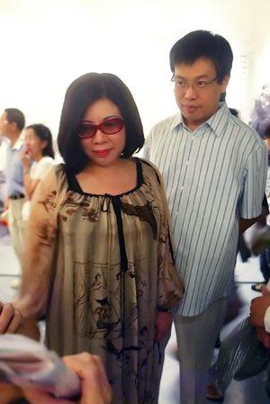 陳文茜(左)與宋正宇2008年參觀米勒畫展。 報系資料照片