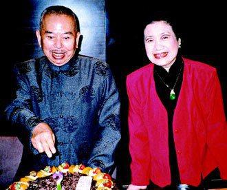 吳兆南過八十歲大壽時,與太太徐白珩在台灣慶生會上合影。 照片/王一明提供