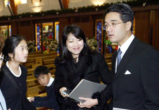 蔣家2005年在台北聖芳濟教堂為蔣方良女士舉辦追思禮拜,圖為蔣緯國兒子蔣孝剛一家...