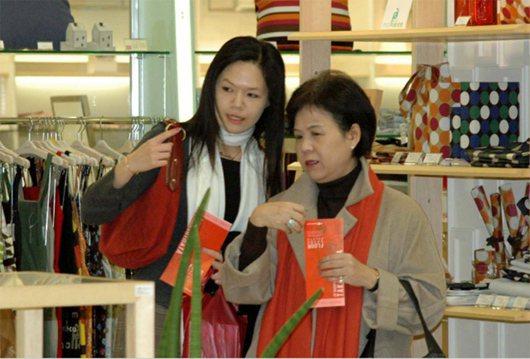 李登輝媳婦張月雲(右)與孫女李坤儀(左)。 圖/報系資料照