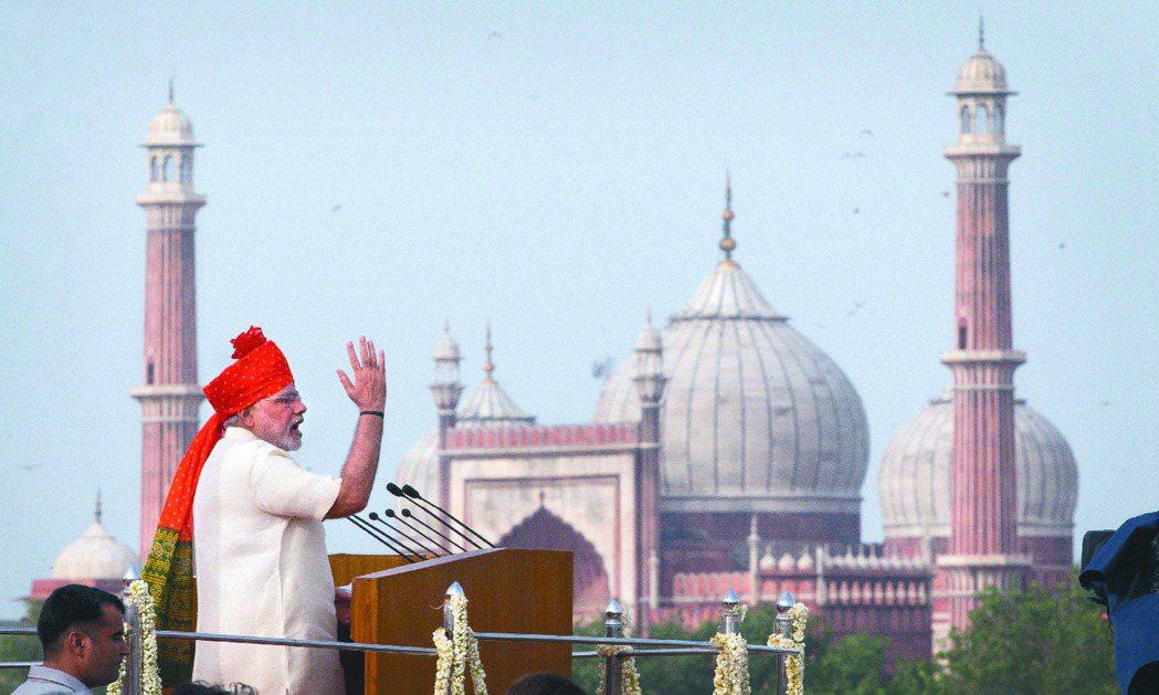 印度經濟成長多由內需帶動,民間消費占名目GDP約57%,近期製造業與投資活動成為...