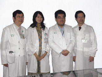 台大雲林醫院院長黃世傑(右起)、心血管醫學中心主任高憲立、兒科醫師林鈺然、副院長...