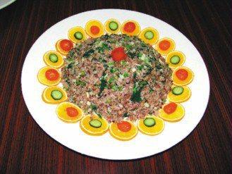 團圓菜飯。(記者張源銘/攝影)