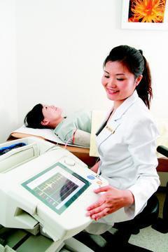 動脈硬化儀檢查,可了解四肢周邊動脈循環狀況,肥胖、不運動、高血壓及心血管疾病者適...