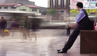 不景氣許多人放無薪假,甚至因此失業,身心都需要妥善調適。(本報資料照片/記者吳景...