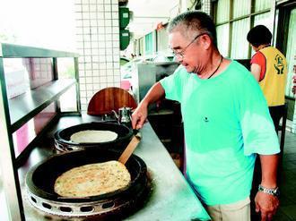 南陽義學烘焙課的石符,本來是學員,如今是北方麵食的老師。(記者廖雅欣/攝影)