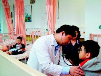 近來小兒感冒急診病例增加,醫師說,由痰液檢驗發現,多半是感染呼吸道融合病毒,由於...