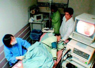想做大腸無痛鏡檢但還是怕痛,醫師說,大腸鏡管徑約一般男人食指粗細,有病人覺得檢查...
