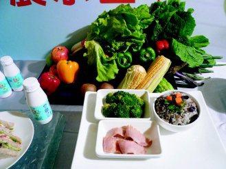 營養師建議,腸胃保健要從三餐做起,早餐全麥三明治、優酪乳;午餐五穀飯、肉一份,攝...